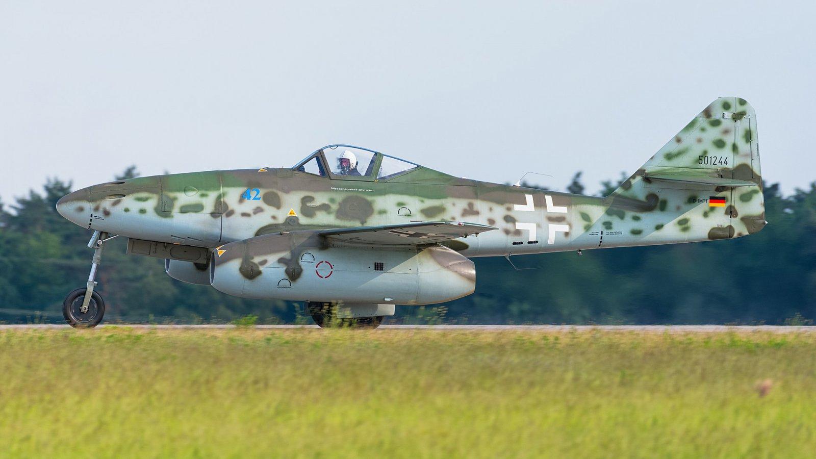 1920px-Messerschmitt_Me_262_B1-A_D-IMTT_501244_replica_ILA_Berlin_2016_01.jpg