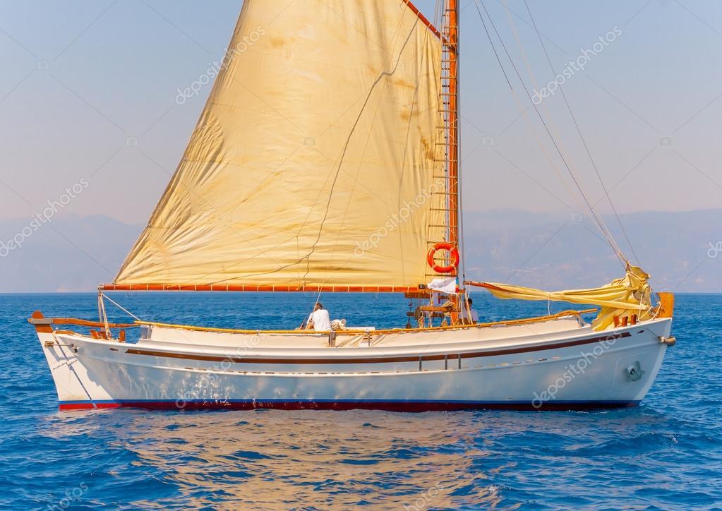 depositphotos_90416396-stock-photo-wooden-greek-boat-kaiki.jpg