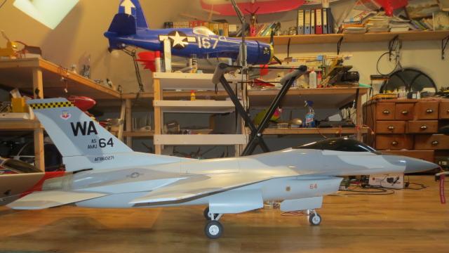 F16 zijaanzicht.jpg