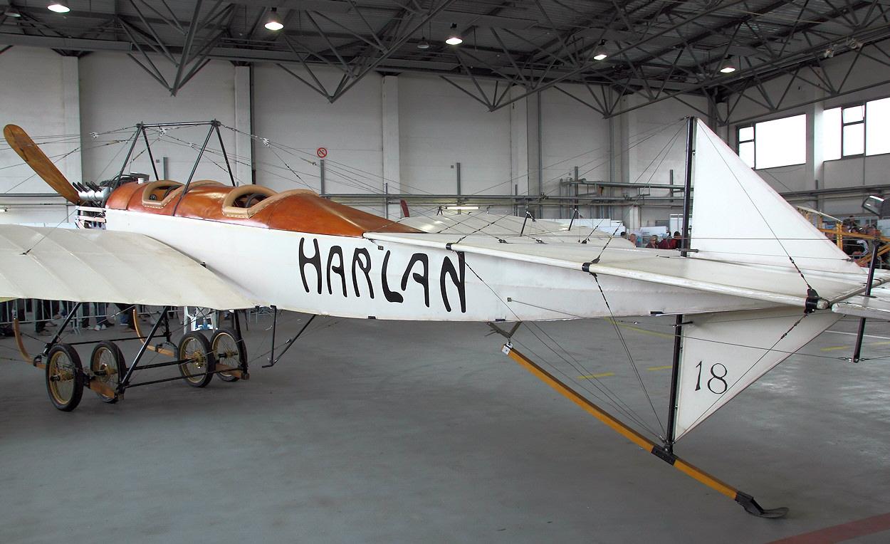 Harlan-Eindecker---Leitwerk.jpg