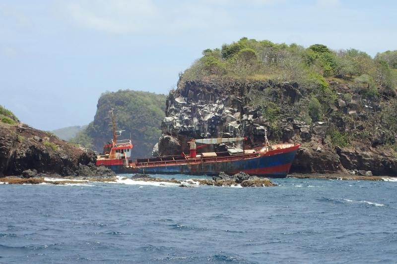 Love Divine op 19 april 2014 op de rots van Bequia Island-2.jpg