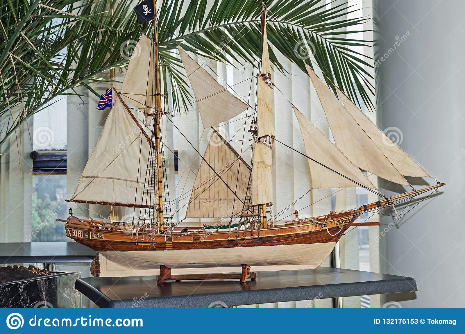 model-varend-schip-132176153.jpg