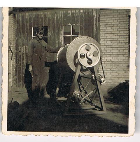 Sjef met de solution mengmach,1948.jpg