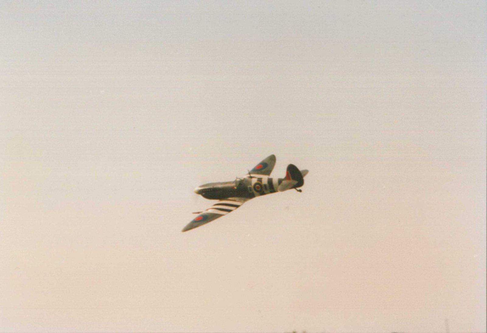 Spit-MkIX-1995-flying.jpg
