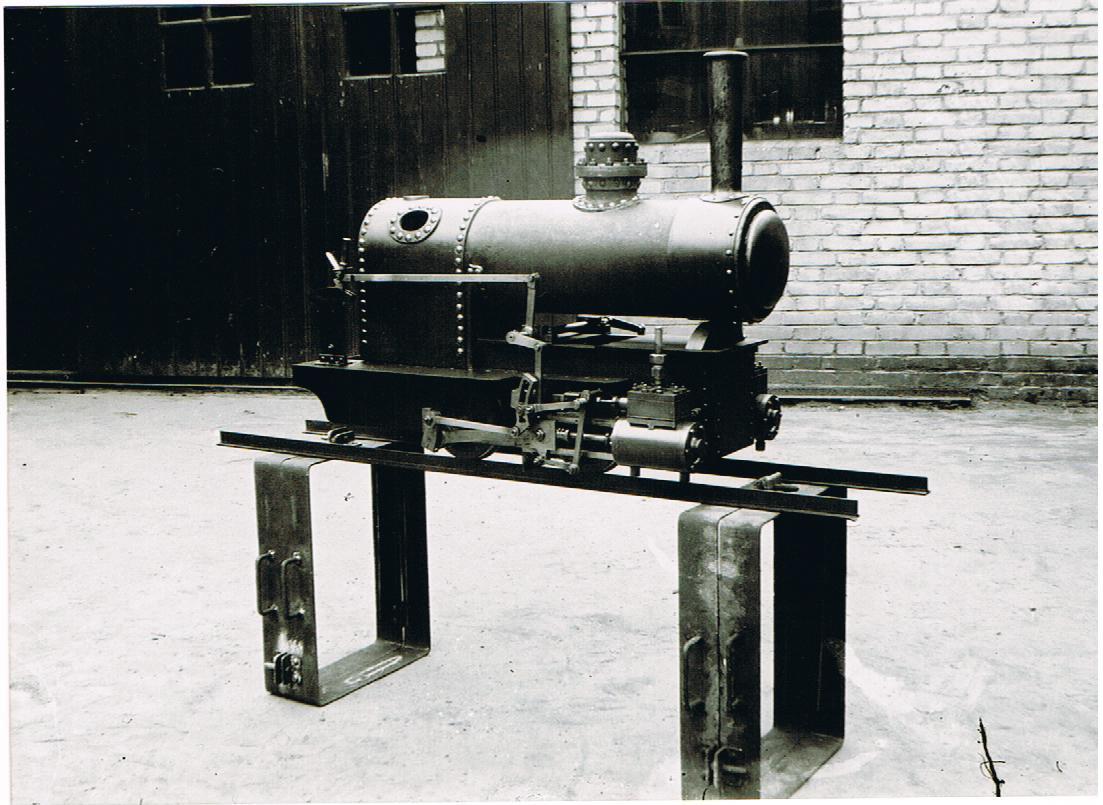 the little one,met ketelwerk bezig 1942.jpg