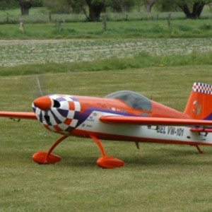 Extra 330S TomW (2008 - Royal Broken Wings)